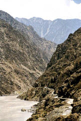 The KKH on the right running along the Indus in Kohistan